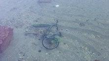 Il mistero della bici  sul fondale di Bari