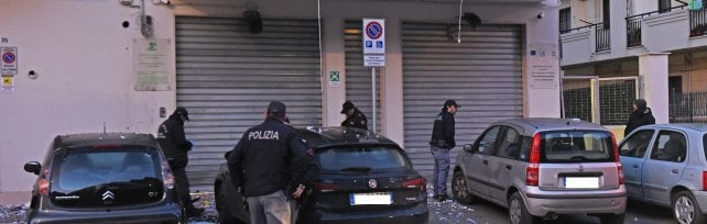 """Foggia, bomba contro centro anziani   video    L'ennesima contro i Vigilante: """"Perderete"""""""