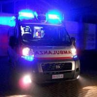 Foggia, autobus travolge un'auto e la schiaccia su un cancello: un morto