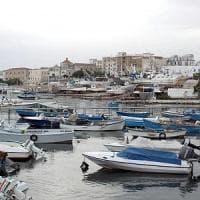 Manfredonia, coppia di ragazzi finisce in mare con l'auto: in salvo a nuoto verso la...