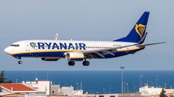 Volo Ryanair Bari-Pisa arriva con 4 ore di ritardo: la compagnia dovrà risarcire tre passeggeri pugliesi