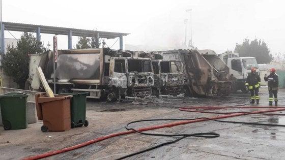 San Severo, incendio distrugge 23 mezzi per la raccolta dei