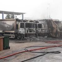 """San Severo, incendio distrugge 23 mezzi per la raccolta dei rifiuti. Il sindaco: """"Decisi..."""