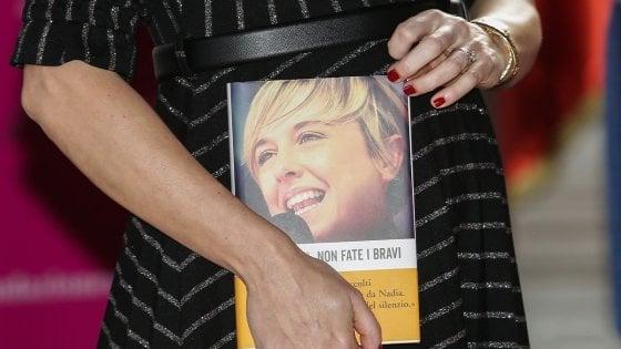 Nadia Toffa, la madre della conduttrice a Bari per presentare il libro 'Non fate i bravi'