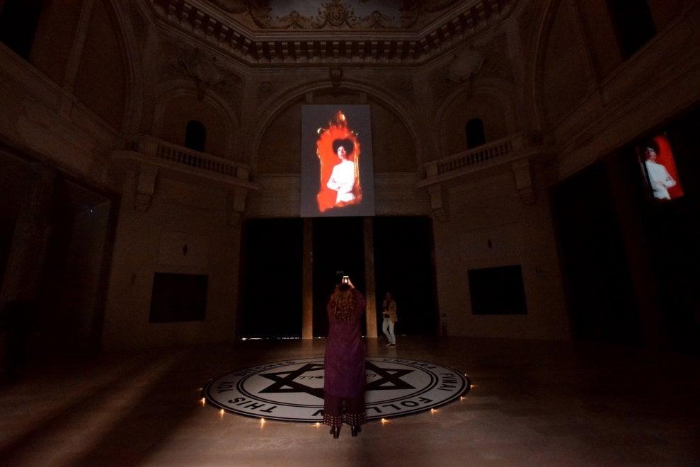 I fantasmi di Chiara Fumai in mostra al Margherita di Bari
