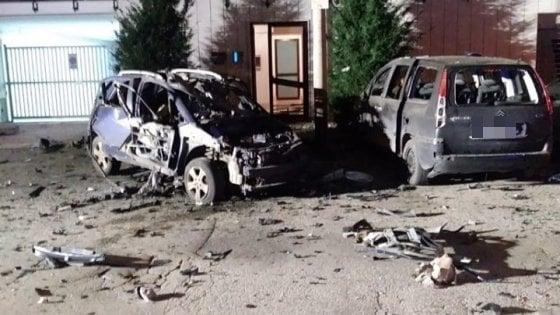 Ruvo di Puglia, bomba distrugge l'auto privata di un carabiniere: non ci sono feriti