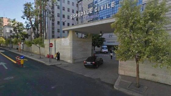 Ausiliario derubava pazienti incoscienti al Pronto soccorso dell'ospedale Bonomo di Andria: arrestato