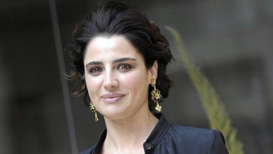 Luisa Ranieri sarà la commissaria Lolita, eroina in Louboutin dai romanzi di Gabriella Genisi