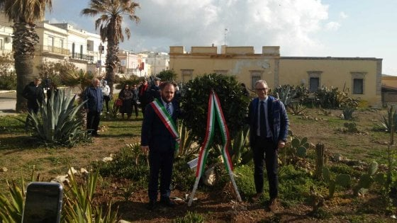 Nardò, il sindaco simpatizzante di CasaPound vuole il terminal degli idrovolanti nel Giardino della Shoah