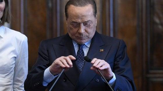 """""""Berlusconi diede 10 mila euro a Tarantini perché lo vide in difficoltà"""": a Bari depone la storica segretaria"""