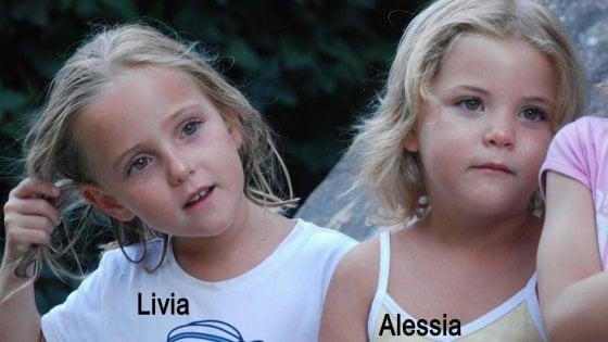 """""""Alessia e Livia, vi ricordate della vostra mamma?"""": l'appello social per le gemelline Schepp scomparse nel 2011"""