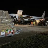 Coronavirus, decolla da Brindisi volo umanitario per la Cina: 18 tonnellate di guanti e...