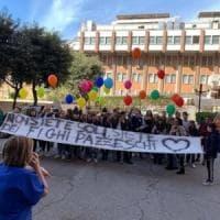 Taranto, la gita speciale dei ragazzi delle medie in ospedale tra i bimbi col tumore:...