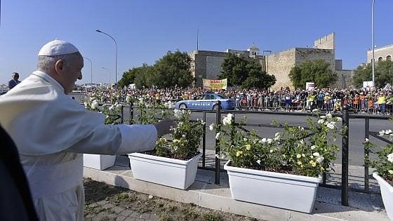 """Papa Francesco a Bari, il sindaco Decaro: """"La città pronta ad accogliere 50mila persone. Sarà una bella giornata"""""""