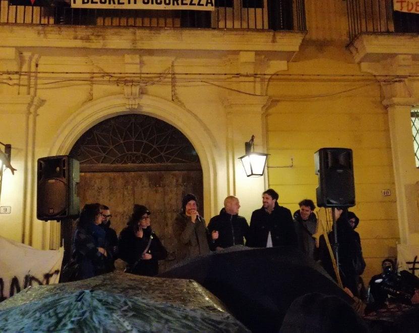 """Il Salento fra le Sardine e Salvini. Sotto la pioggia da tutta la Puglia con Santori: """"Il Salento non si lega"""""""