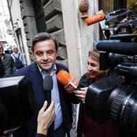 """Regionali Puglia, Calenda si allea con Renzi contro il Pd: """"Fitto è cento volte meglio di..."""