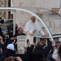 Bari, l'arrivo del Papa nella Basilica di San Nicola