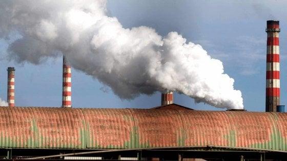 Taranto, due sostanze inquinanti oltre la norma nell'aria al Tamburi: la denuncia dell'Arpa