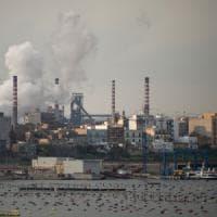 """Taranto, l'ultimatum del sindaco: """"Stop alle emissioni anomale entro 30 giorni o chiudo..."""