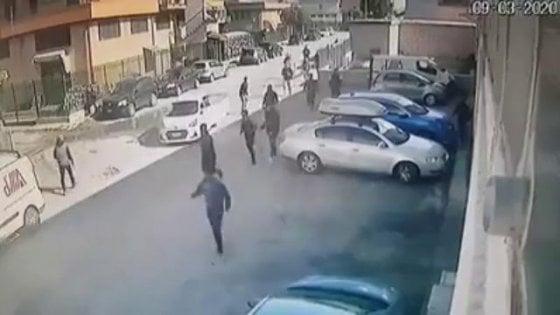 Rivolta nel carcere di Foggia, gli evasi sono ancora 16. Due si sono costituiti a Brindisi, uno preso a Trani