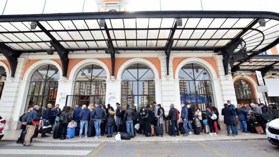 """Coronavirus, in Puglia altri 1.500 'rientri da Nord'. Emiliano contro l'esodo: """"Basta, ci state portando l'epidemia"""""""