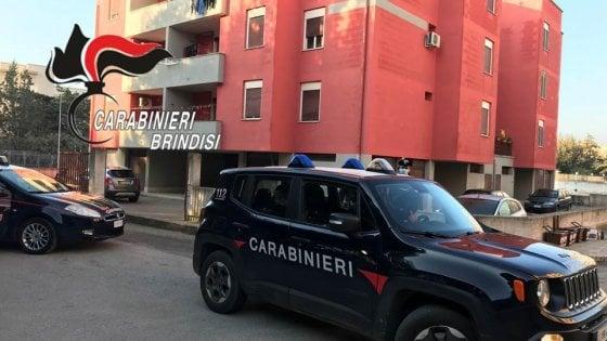 Brindisi, uccide la madre in casa con 5 coltellate: arrestato 23enne