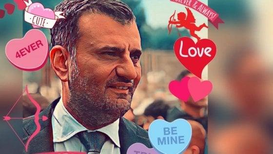 Coronavirus, il sindaco di Bari star dei social: nasce il fan club 'Le bimbe di Decaro'