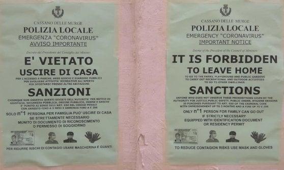 """Coronavirus, cartelli sulle porte dei migranti: """"Iniziativa offensiva, riporta a tempi nefasti"""""""