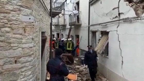 Alberona (Foggia), crollano due palazzine: muore una donna di 79 anni, sei estratti vivi dalle macerie