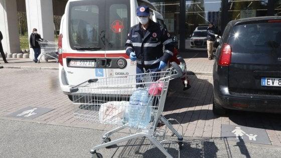 """Coronavirus, in Puglia beneficiari si rivendono i buoni-spesa. Il sindaco di Gravina: """"Vi mando in galera"""""""