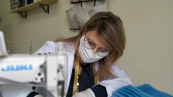 Coronavirus, una mascherina per ogni abitante di Roccaforzata (Taranto): 13 sarte ne cuciono oltre 1.800