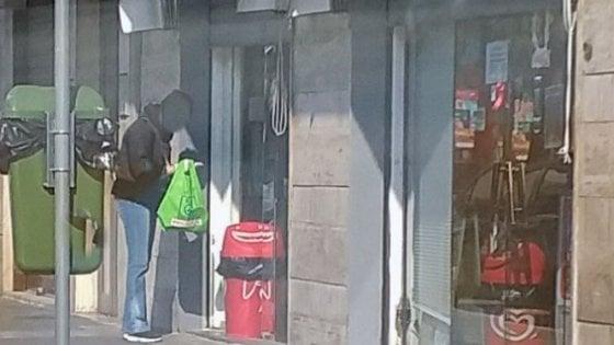 Coronavirus, bar aperto a Bari nonostante i divieti: multe da 400 euro a titolare e 4 clienti che prendevano caffè