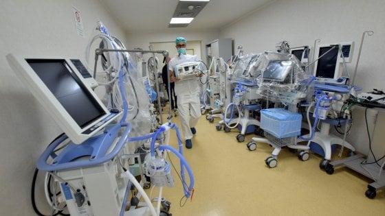 Coronavirus, negli ospedali pugliesi un'area cuscinetto per i pazienti con sintomi compatibili