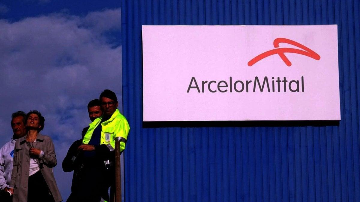 """Taranto, operaio Arcelor Mittal suicida a 44 anni. I sindacati: """"Pesa il momento difficile per i lavoratori"""""""