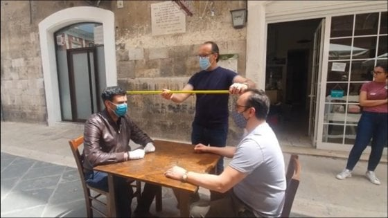 Fase 2, in Puglia sì a bar e ristoranti e dal 25 riaprono i lidi. Ma resta la quarantena per chi rientra da altre regioni
