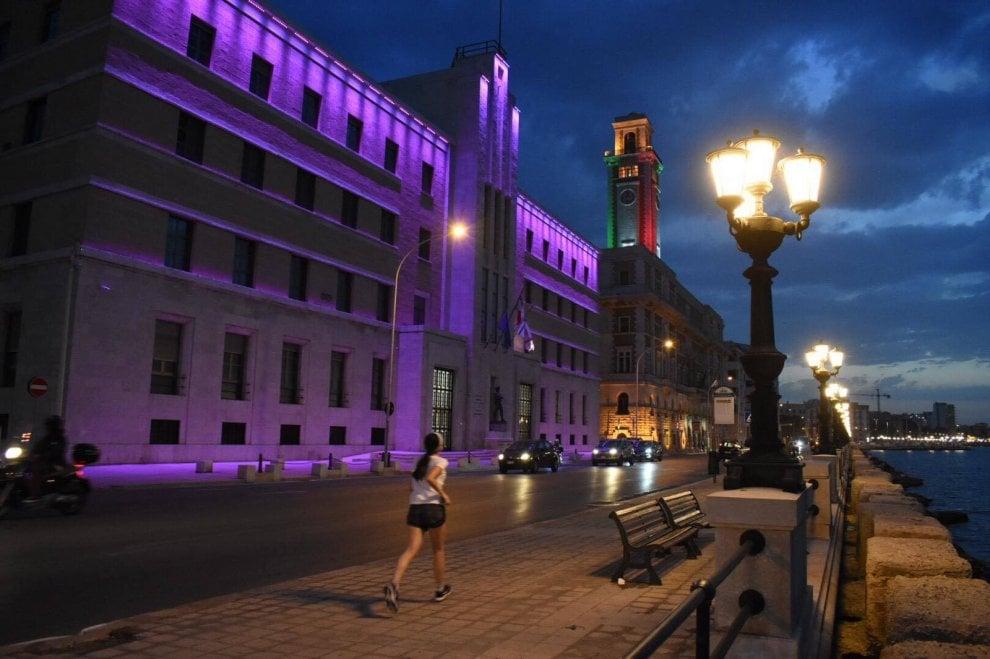 Bari, luce viola sui monumenti contro le malattie croniche intestinali