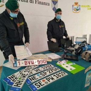 Auto rubate al Nord e riciclate in Puglia: 12 arresti