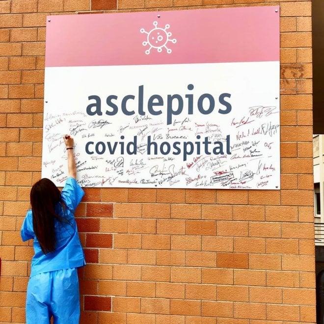 Chiude il reparto Covid di Bari, medici e infermieri firmano il cartello all'ingresso