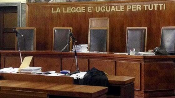 Bari, tentò di uccidere la moglie e ferì la figlia di 7 anni: pena ridotta a 11 anni