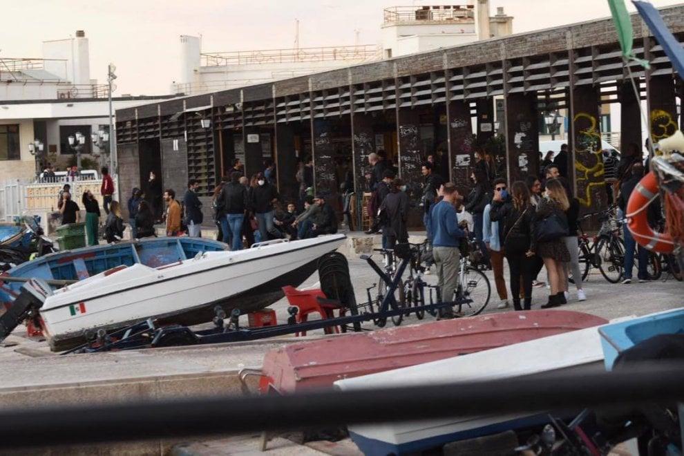 Fase 2, a Bari movida fuori controllo: scattano i blitz anti assembramento