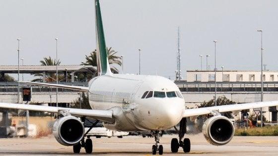 Fase 2, tornano gli aerei Bari - Milano Malpensa: dal 1° giugno il volo (in mascherina) con 57 posti