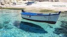 L'acqua è cristallina in Salento la barca vola