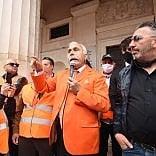 """Bari, la protesta dei gilet  arancioni. Pappalardo:   video   """"Noi in campo per gli italiani"""""""