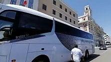 La rumorosa protesta dei bus turistici a Bari