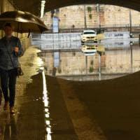 Nubifragio su Bari, chiusi i sottopassi allagati