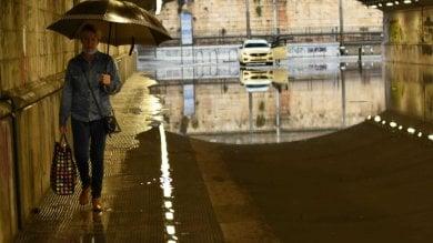 Foto  Nubifragio si abbatte su Bari  vigili chiudono i sottopassi allagati