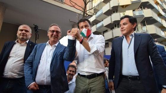 """Salvini ad Andria, folla e fischi. """"Il centrodestra è unito in Puglia"""", ma si spacca su Altieri e Scamarcio"""