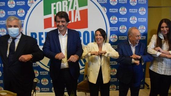 Regionali in Puglia, Fitto si presenta con la benedizione di Berlusconi. Ma non si sfiora con la Lega