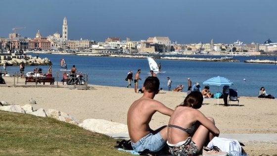"""Turismo, Puglia è la più cliccata del web ma non basta. Federalberghi: """"Pochi aerei, presenze in calo"""""""