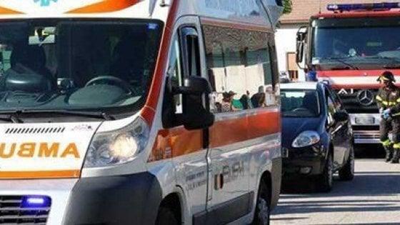 Foggia, un morto nello scontro fra due camion sulla A14: autista incastrato nel mezzo in fiamme